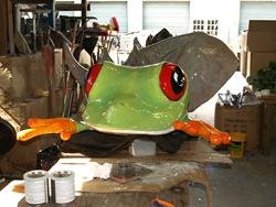 The completed tree frog sculpture